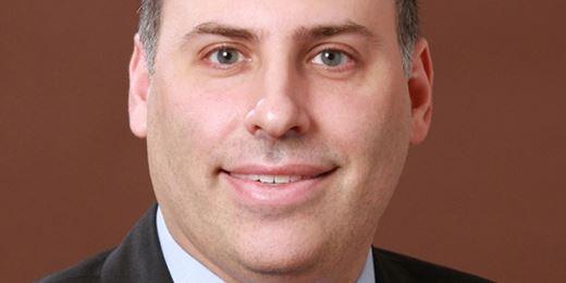 Michael Schoenhaut stellt €26 Milliardenfonds defensiver auf