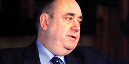 Salmond and Darling clash over Scottish currency and pensions