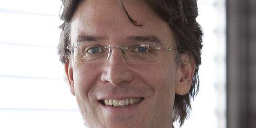 Frank Fischer halbiert Aktienquote nahezu und sichert Milliardenfonds ab
