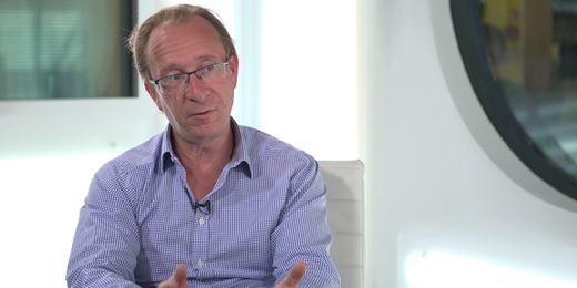 Richard Woolnough fährt kurze Duration und sichert €25-Milliarden-Fonds ab