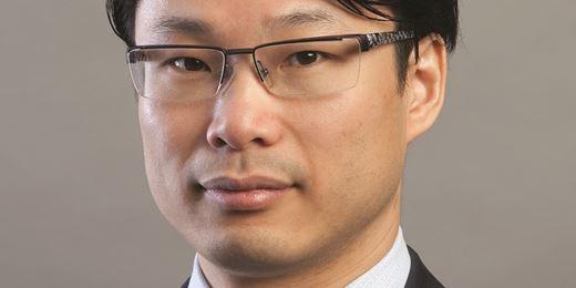 Sammy Suzuki von AB baut maximale Quote von Finanziteln in EM-Fonds ab
