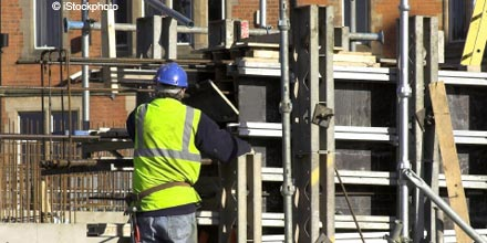 Housebuilders hit as rate rise fears spark FTSE dip