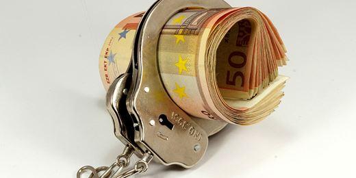 Cosa rischia il cf che va ad allocare i beni frutto di reato di un cliente?