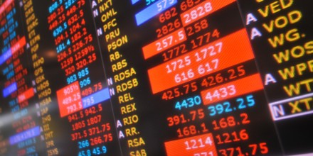 Financial stocks drag FTSE into the red