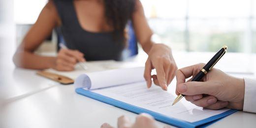 Cassazione: Firma falsa sull'ordine di investimento, paga l'intermediario finanziario