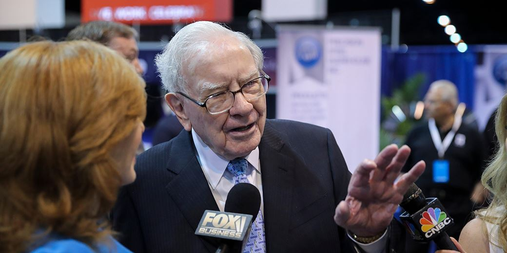 Warren Buffett buys $800m of Bank of America shares